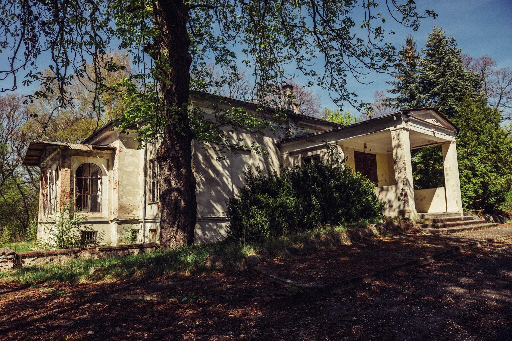 Opuszczona Szkoła Ogrodnicza w Połoninach