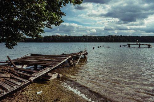 Opuszczony Ośrodek Wypoczynkowy nad jeziorem